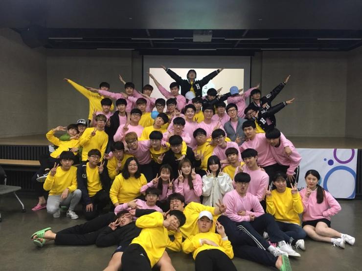 2017년 새내기수련회 단체사진.png
